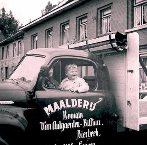 Herman en Guy bij de levering van de nieuwe camion (Studebaker) in 1962